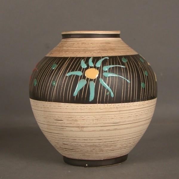 Vintage. Pottery vase. Bay....