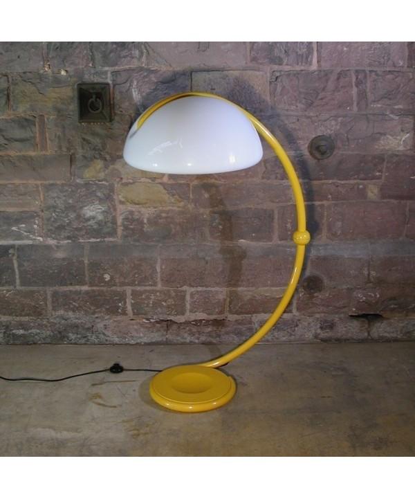 Vintage. Stehlampe. Serpente. Martinelli Luce. Italien. 1965.