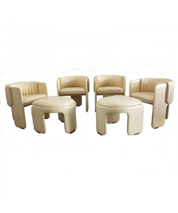 Poltrona Frau. Set von vier Sessel sowie zwei Hocker. Italien 1970 - 1975.