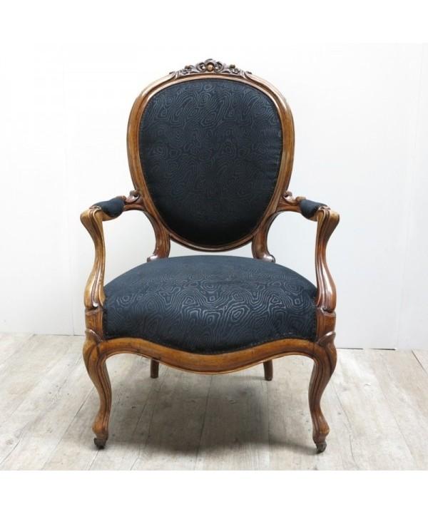 Antker französischer Armlehnstuhl frisch bezogen. 1850 - 1880