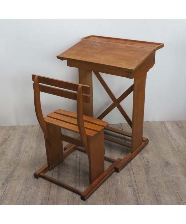 Antiguo mesa y silla de escuela de madera. 1910 - 1920