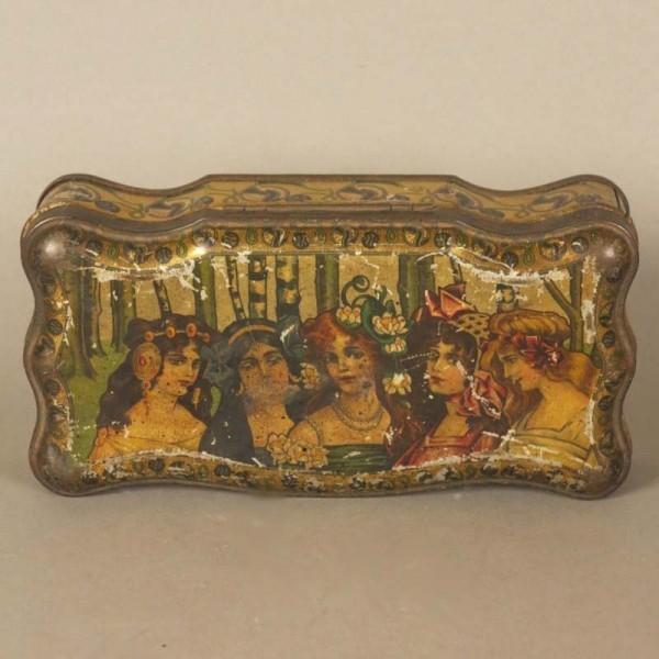 Art Nouveau. Caja de chapa...