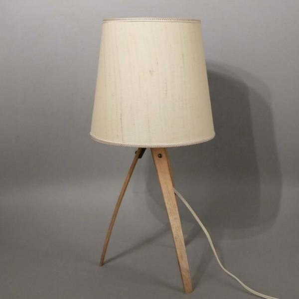 Lámpara de mesa con pies...