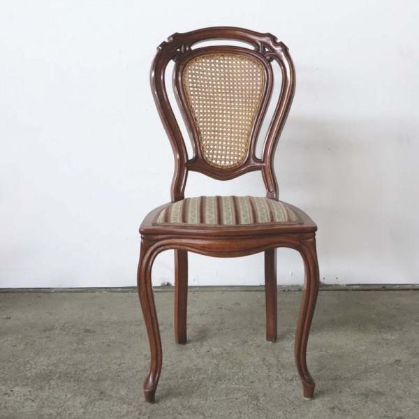 Antigua silla de madera con...