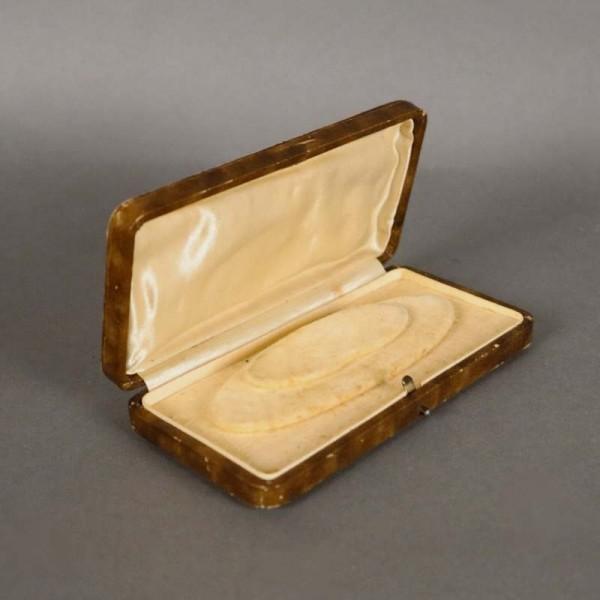 Antigua caja para joyas....