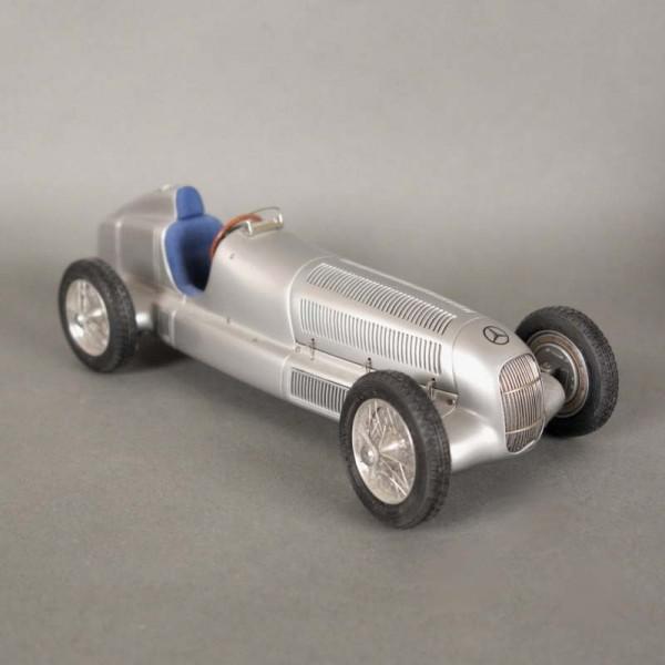 Mercedes W 25. Modell von...